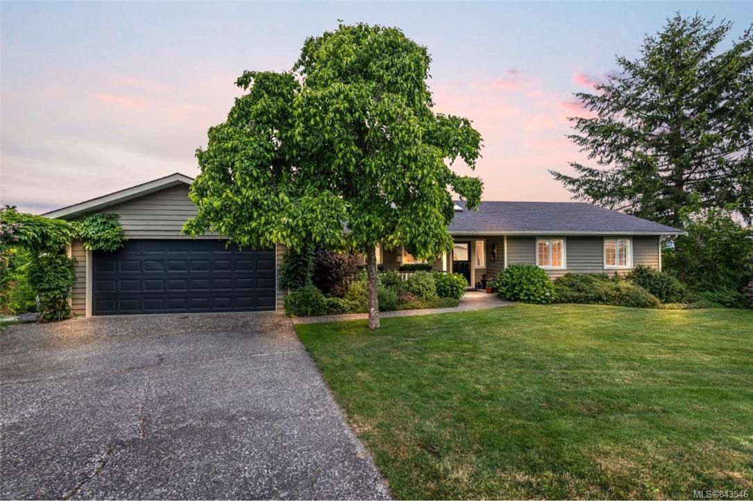 Main Photo: 2284 Lynne Lane in Central Saanich: CS Keating House for sale : MLS®# 843546