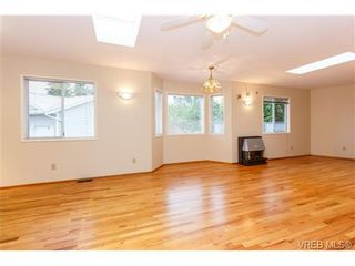Photo 4: 515 Broadway St in VICTORIA: SW Glanford House for sale (Saanich West)  : MLS®# 712844