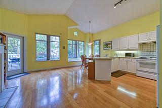 """Photo 8: 10 5240 OAKMOUNT Crescent in Burnaby: Oaklands Townhouse for sale in """"Santa Clara"""" (Burnaby South)  : MLS®# R2622975"""