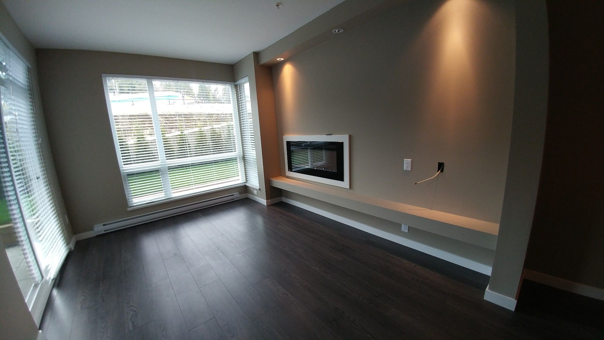 Photo 6: Photos: #209 2242 Whatcom Rd. in Abbotsford: Abbotsford East Condo for rent