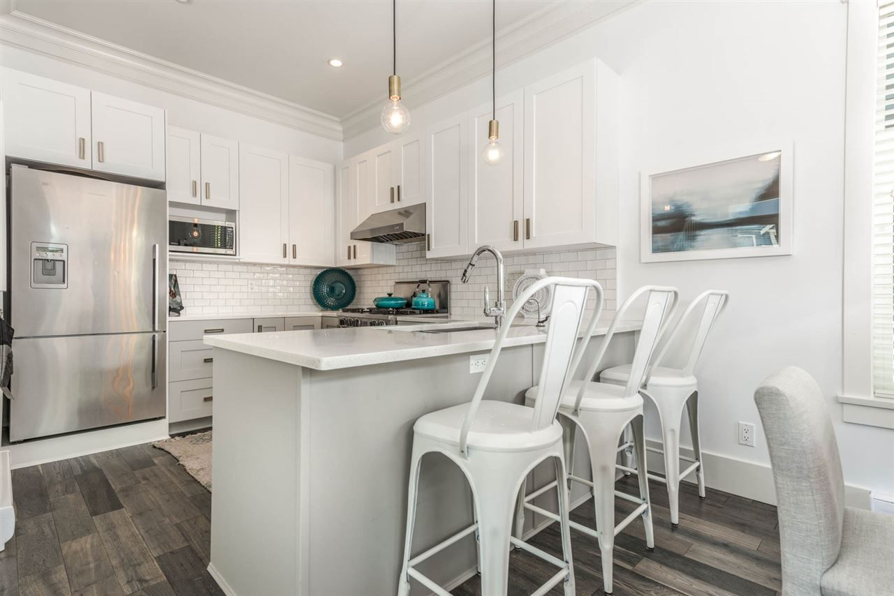 """Photo 4: Photos: 3175 YUKON Street in Vancouver: Mount Pleasant VW 1/2 Duplex for sale in """"Heritage at Cambie Village"""" (Vancouver West)  : MLS®# R2189433"""