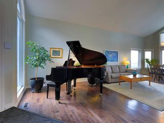 Photo 7: 63 Edenstone View NW in Calgary: Edgemont Detached for sale : MLS®# A1123659