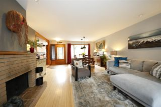 Photo 2: 41651 COTTONWOOD Road in Squamish: Brackendale House for sale : MLS®# R2329962