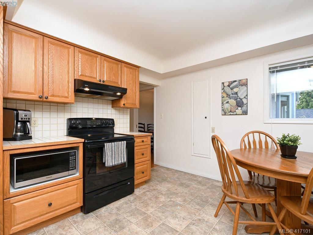 Photo 10: Photos: 1761 Ash Rd in VICTORIA: SE Gordon Head House for sale (Saanich East)  : MLS®# 827352