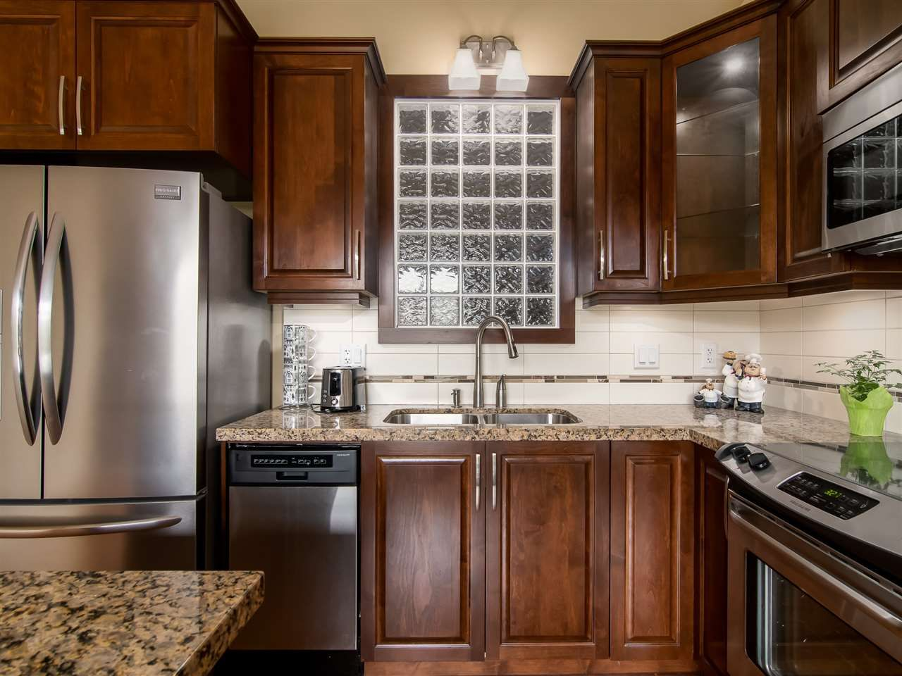 """Main Photo: 523 8288 207A Street in Langley: Willoughby Heights Condo for sale in """"Yorkson Creek Walnut Ridge 2"""" : MLS®# R2546058"""