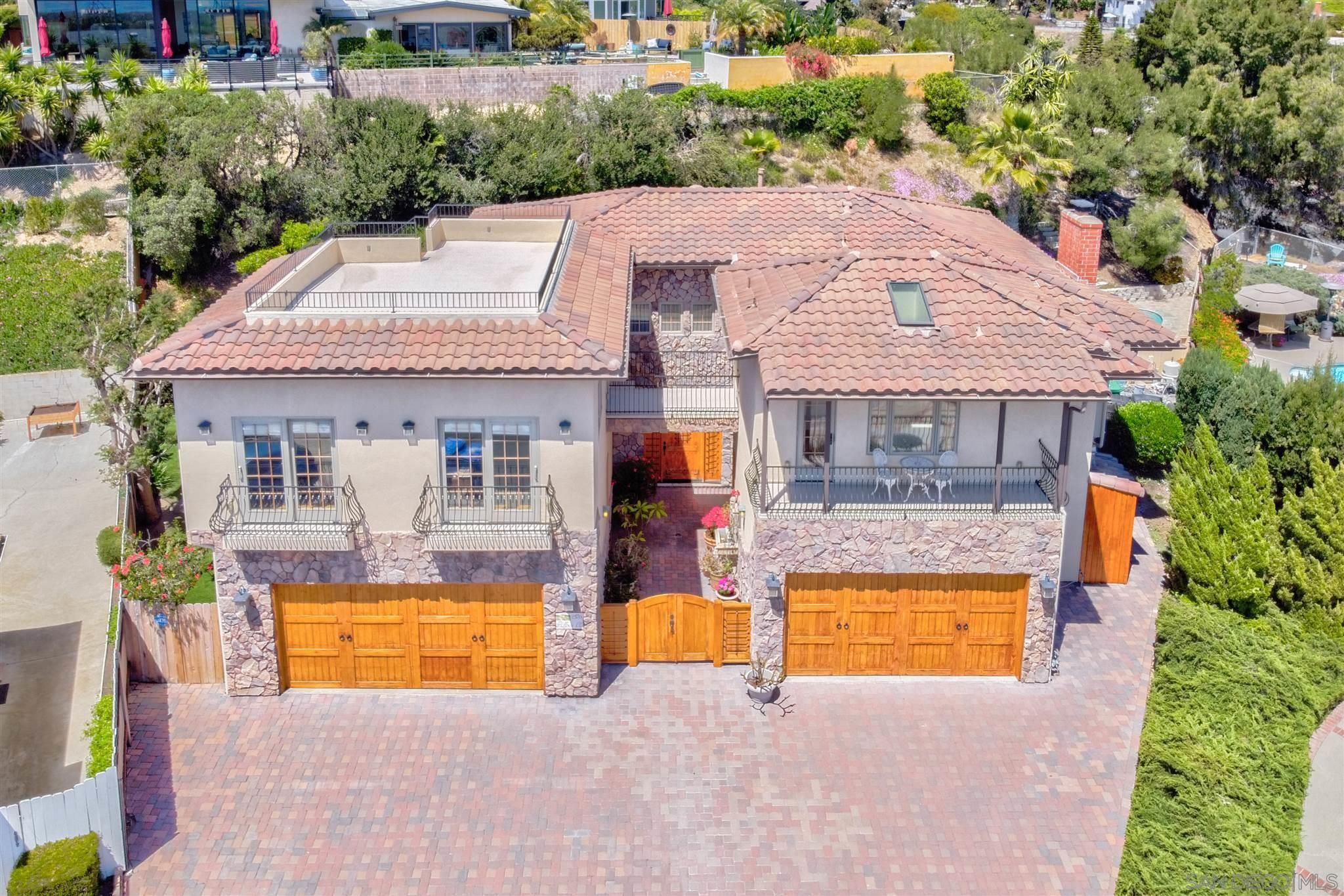 Main Photo: PACIFIC BEACH House for sale : 6 bedrooms : 2176 Balfour Ct in San Diego