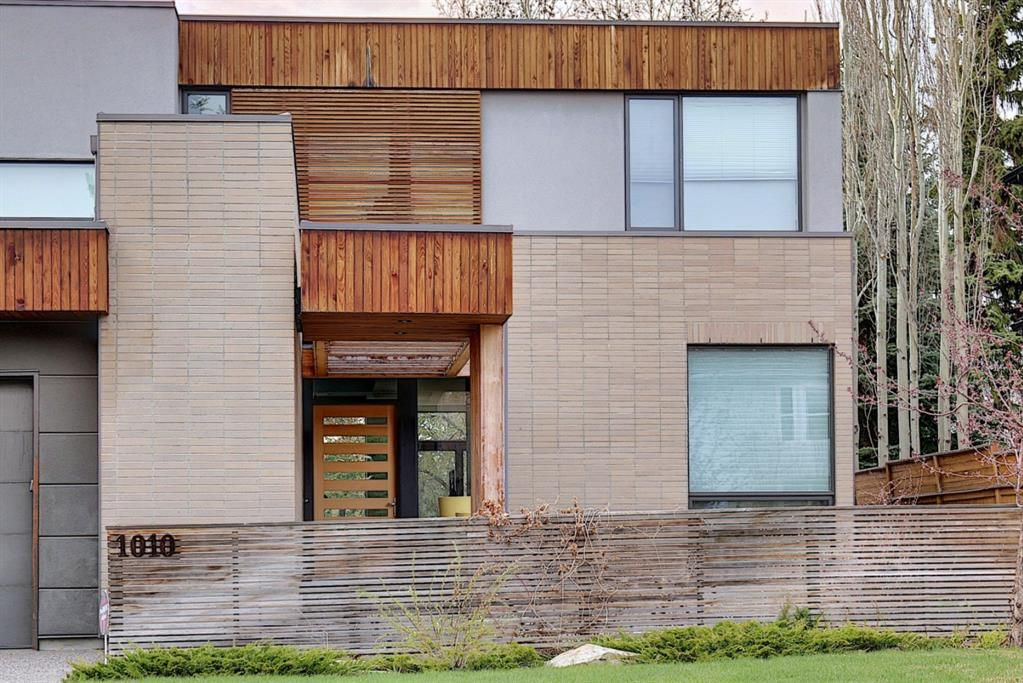 Main Photo: 1010 32 Avenue in Calgary: Elbow Park Detached for sale : MLS®# A1105031