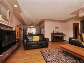 Photo 2: 820 Elrick Pl in VICTORIA: Es Rockheights House for sale (Esquimalt)  : MLS®# 688283