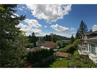 """Photo 2: 624 IOCO Road in Port Moody: North Shore Pt Moody House for sale in """"PLEASANTSIDE COMMUNITY"""" : MLS®# V829422"""