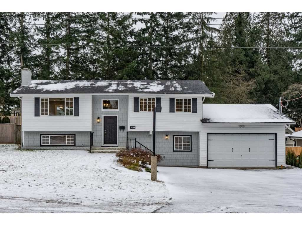 """Main Photo: 20504 43 Avenue in Langley: Brookswood Langley House for sale in """"BROOKSWOOD"""" : MLS®# R2430044"""