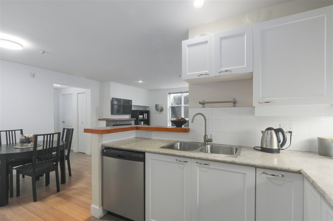 """Photo 8: Photos: 103 657 W 7TH Avenue in Vancouver: Fairview VW Townhouse for sale in """"THE IVYS"""" (Vancouver West)  : MLS®# R2348649"""