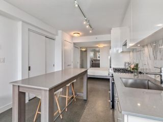"""Photo 8: 605 231 E PENDER Street in Vancouver: Strathcona Condo for sale in """"FRAMEWORK"""" (Vancouver East)  : MLS®# R2525315"""