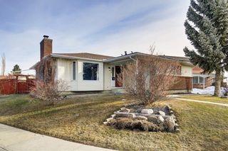 Photo 2: 304 QUEEN ANNE Way SE in Calgary: Queensland House for sale : MLS®# C4178496