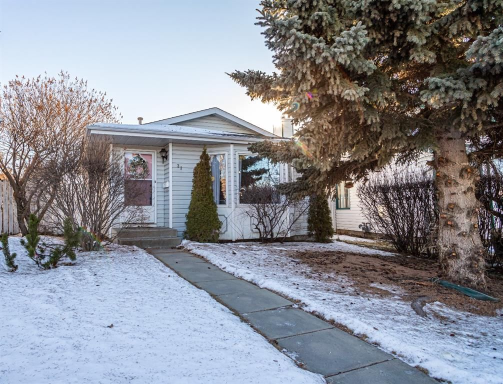 Main Photo: 31 N Elliot Crescent in Red Deer: Eastview Estates Residential for sale : MLS®# A1060631