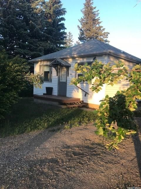 Main Photo: 608 Woodward Avenue in Indian Head: Residential for sale : MLS®# SK864493