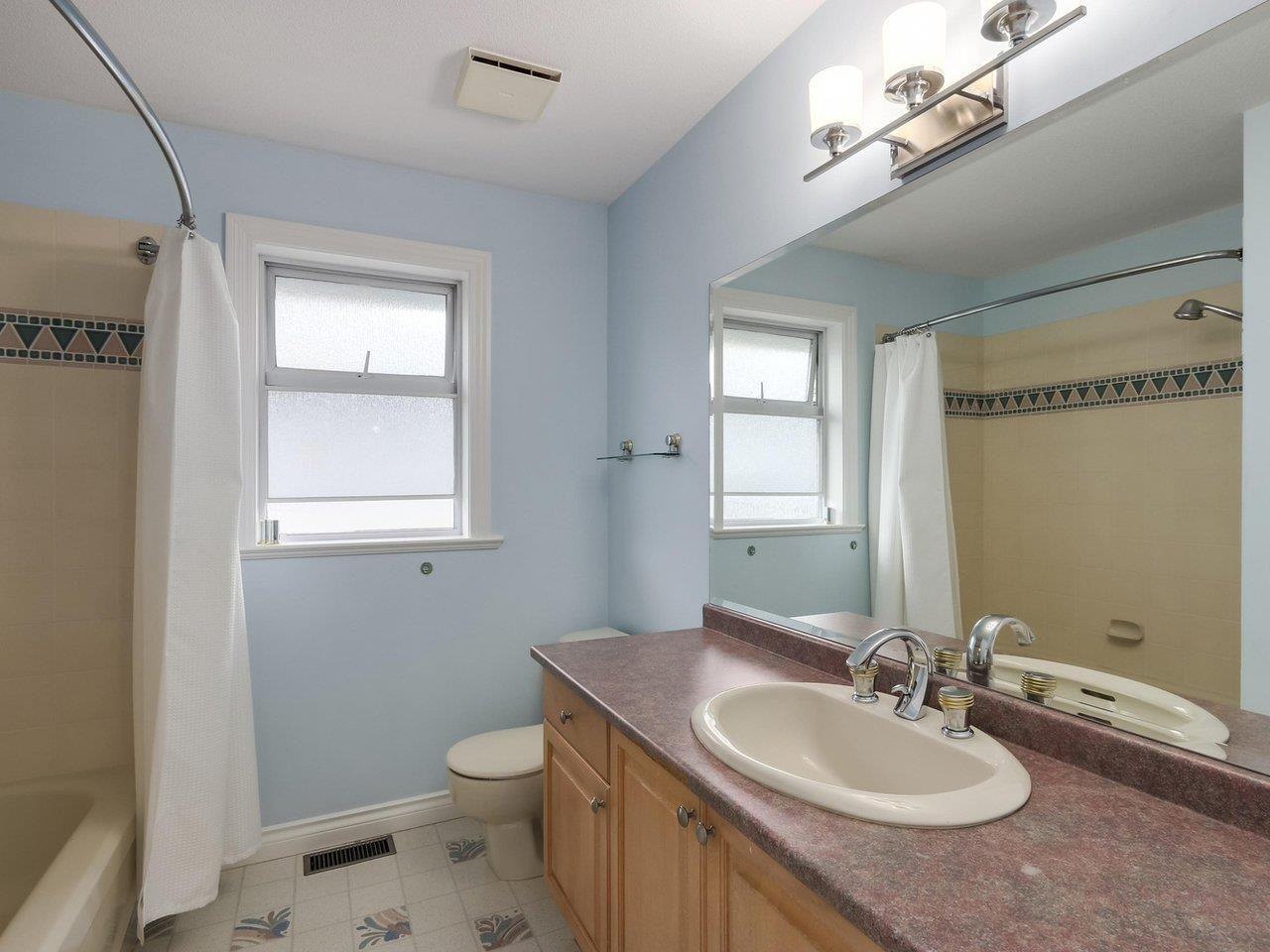 Photo 17: Photos: 12548 25A Avenue in Surrey: Crescent Bch Ocean Pk. House for sale (South Surrey White Rock)  : MLS®# R2328780
