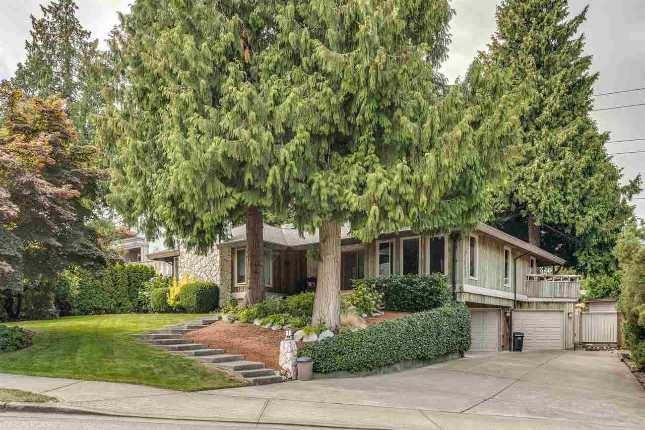 Main Photo: 565 TRALEE Crescent in Delta: Pebble Hill House for sale (Tsawwassen)  : MLS®# R2494584