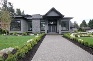 Photo 2: 5032 WALKER Avenue in Delta: Pebble Hill House for sale (Tsawwassen)  : MLS®# R2433027