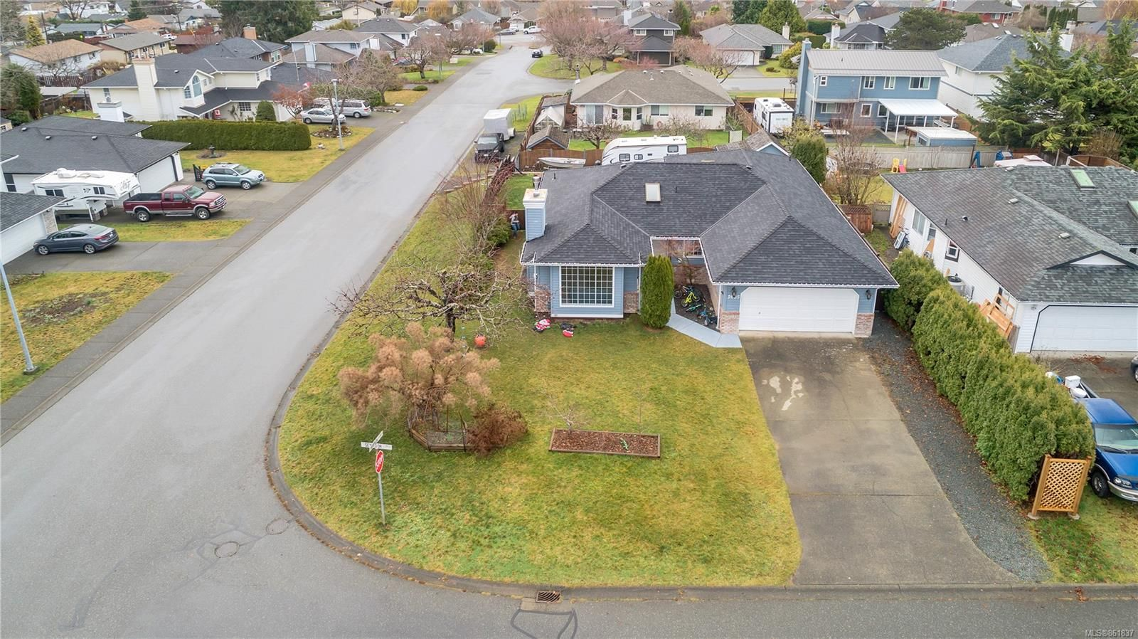 Main Photo: 2605 Seymour Pl in : CR Willow Point House for sale (Campbell River)  : MLS®# 861837
