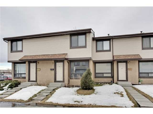 Main Photo: 52 2727 RUNDLESON Road NE in Calgary: Rundle Townhouse for sale : MLS®# C3650032