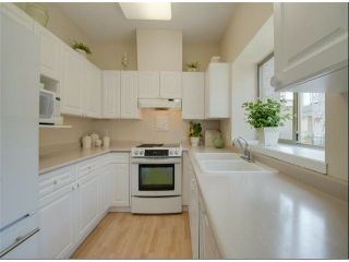 """Photo 3: 1534 BEST Street: White Rock Townhouse for sale in """"The Courtyards"""" (South Surrey White Rock)  : MLS®# F1316341"""