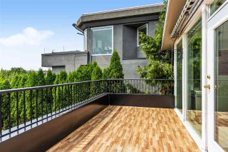 Photo 3: 15542 COLUMBIA Avenue: House for sale in White Rock: MLS®# R2536683