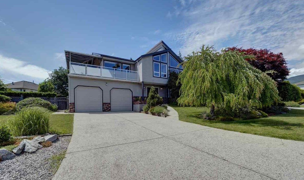 "Main Photo: 503 EAGLECREST Drive in Gibsons: Gibsons & Area House for sale in ""Oceanount Estates"" (Sunshine Coast)  : MLS®# R2493447"