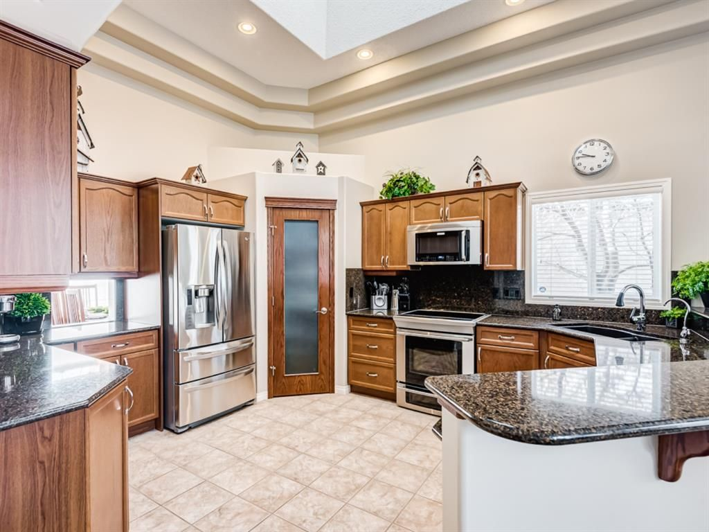 Main Photo: 105 Sienna Park Bay SW in Calgary: Signal Hill Detached for sale : MLS®# A1073170