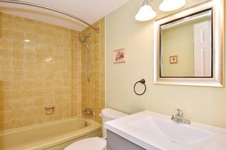"""Photo 10: 204 1458 BLACKWOOD Street: White Rock Condo for sale in """"Champlain Manor"""" (South Surrey White Rock)  : MLS®# R2208824"""