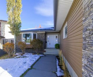 Photo 3: 215 Dalcastle Way NW in Calgary: Dalhousie Detached for sale : MLS®# A1075014