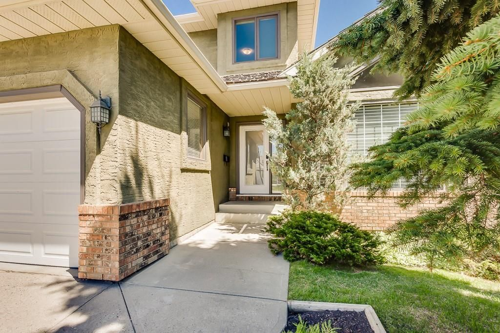 Photo 2: Photos: 115 SIERRA MORENA Circle SW in Calgary: Signal Hill Detached for sale : MLS®# C4299539