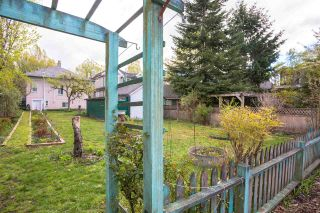 Photo 2: 5855 ST. GEORGE Street in Vancouver: Fraser VE House for sale (Vancouver East)  : MLS®# R2371764