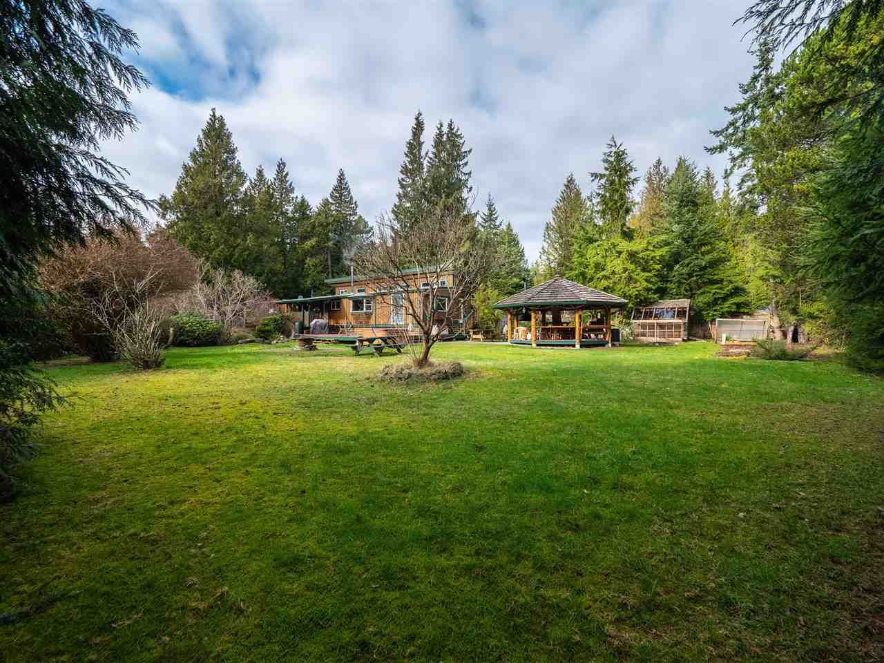 """Main Photo: 7975 COOPER Road in Halfmoon Bay: Halfmn Bay Secret Cv Redroofs House for sale in """"Welcome Woods"""" (Sunshine Coast)  : MLS®# R2435508"""
