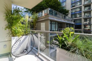 """Photo 6: 501 1708 COLUMBIA Street in Vancouver: False Creek Condo for sale in """"WALL CENTRE FALSE CREEK"""" (Vancouver West)  : MLS®# R2603692"""