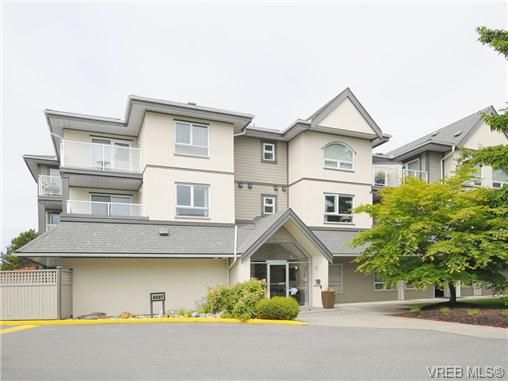 Main Photo: 211 2227 James White Blvd in SIDNEY: Si Sidney North-East Condo for sale (Sidney)  : MLS®# 673564
