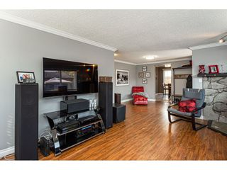 """Photo 5: 19659 36 Avenue in Langley: Brookswood Langley House for sale in """"Brookswood"""" : MLS®# R2496777"""