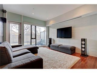 Photo 2: 105 414 MEREDITH Road NE in Calgary: Crescent Heights Condo for sale : MLS®# C4050218