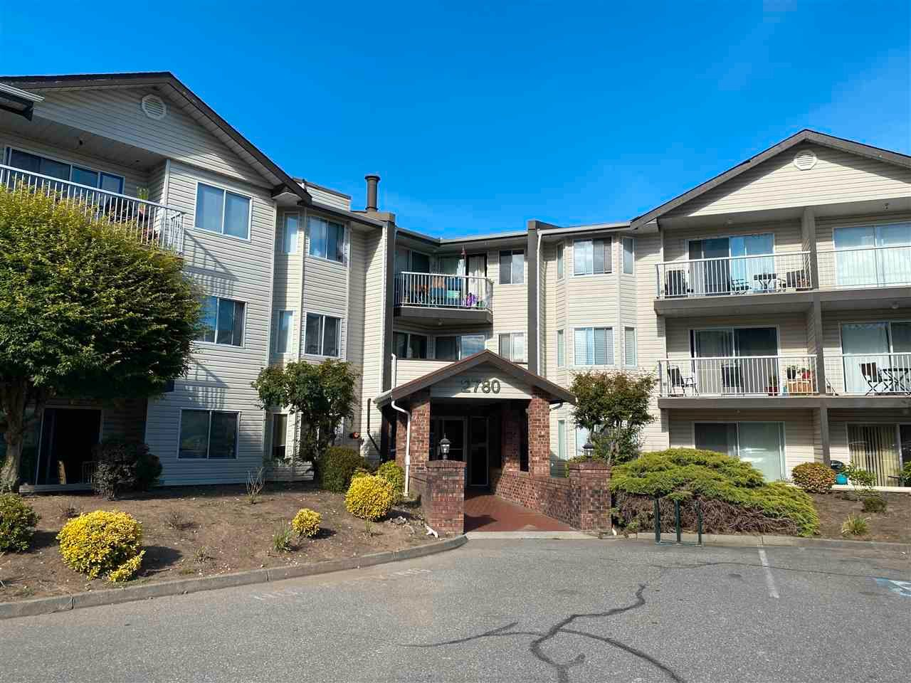 """Main Photo: 311 2780 WARE Street in Abbotsford: Central Abbotsford Condo for sale in """"CHELSEA HOUSE"""" : MLS®# R2592115"""