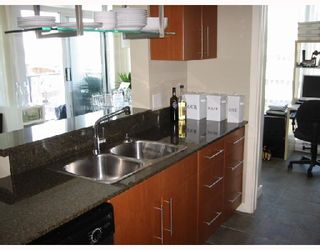 """Photo 5: 1003 550 PACIFIC Street in Vancouver: False Creek North Condo for sale in """"AQUA AT THE PARK"""" (Vancouver West)  : MLS®# V669105"""