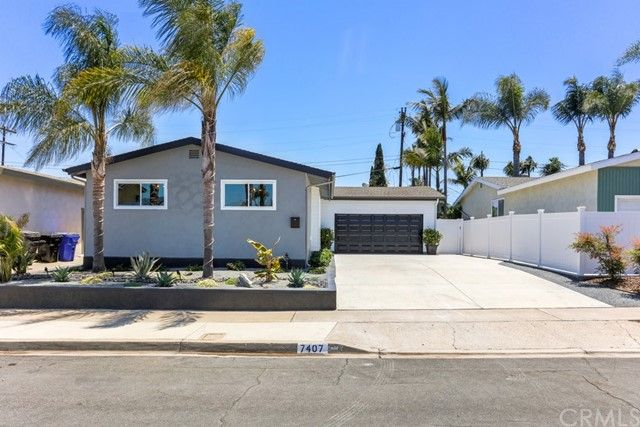 Main Photo: CLAIREMONT House for sale : 3 bedrooms : 7407 Salizar Street in San Diego