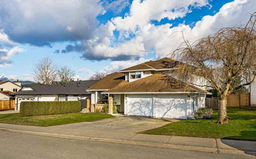 Main Photo: 12146 CHERRYWOOD Drive in Maple Ridge: Cottonwood MR House for sale : MLS®# R2540296