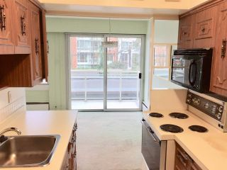 """Photo 7: 104 6076 TISDALL Street in Vancouver: Oakridge VW Condo for sale in """"THE MANSION HOUSES ESTATES LTD"""" (Vancouver West)  : MLS®# R2230391"""