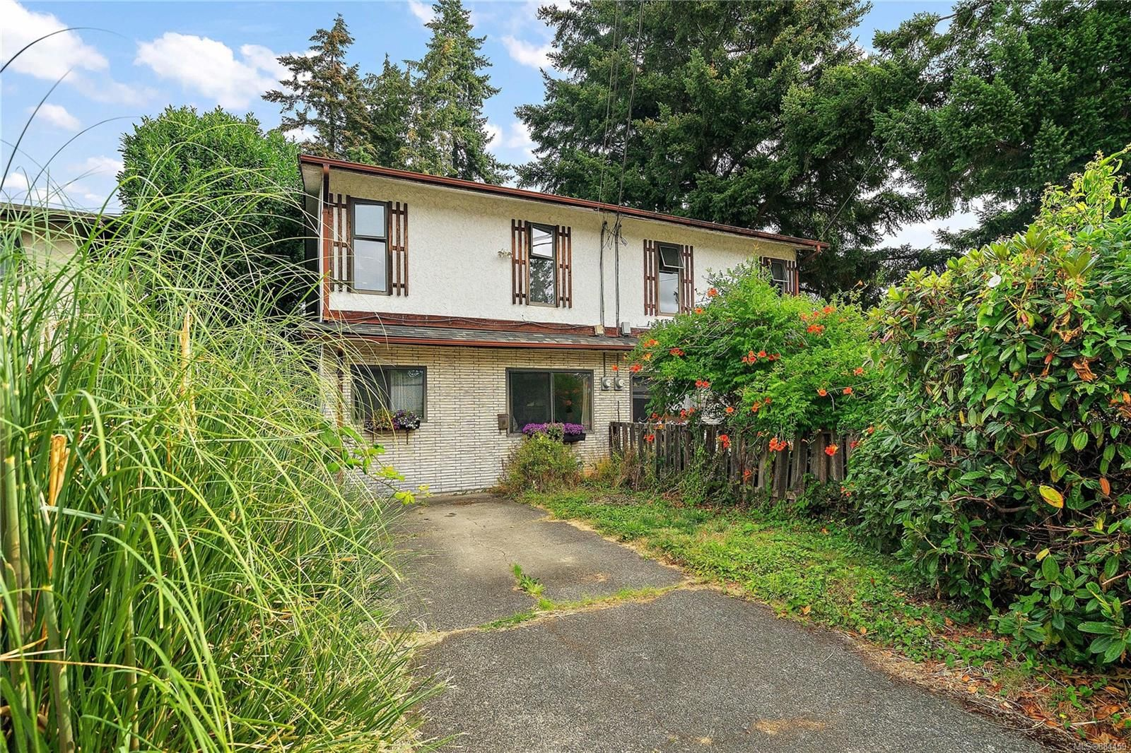 Main Photo: A 591 Donovan Ave in : Co Colwood Corners Half Duplex for sale (Colwood)  : MLS®# 884459