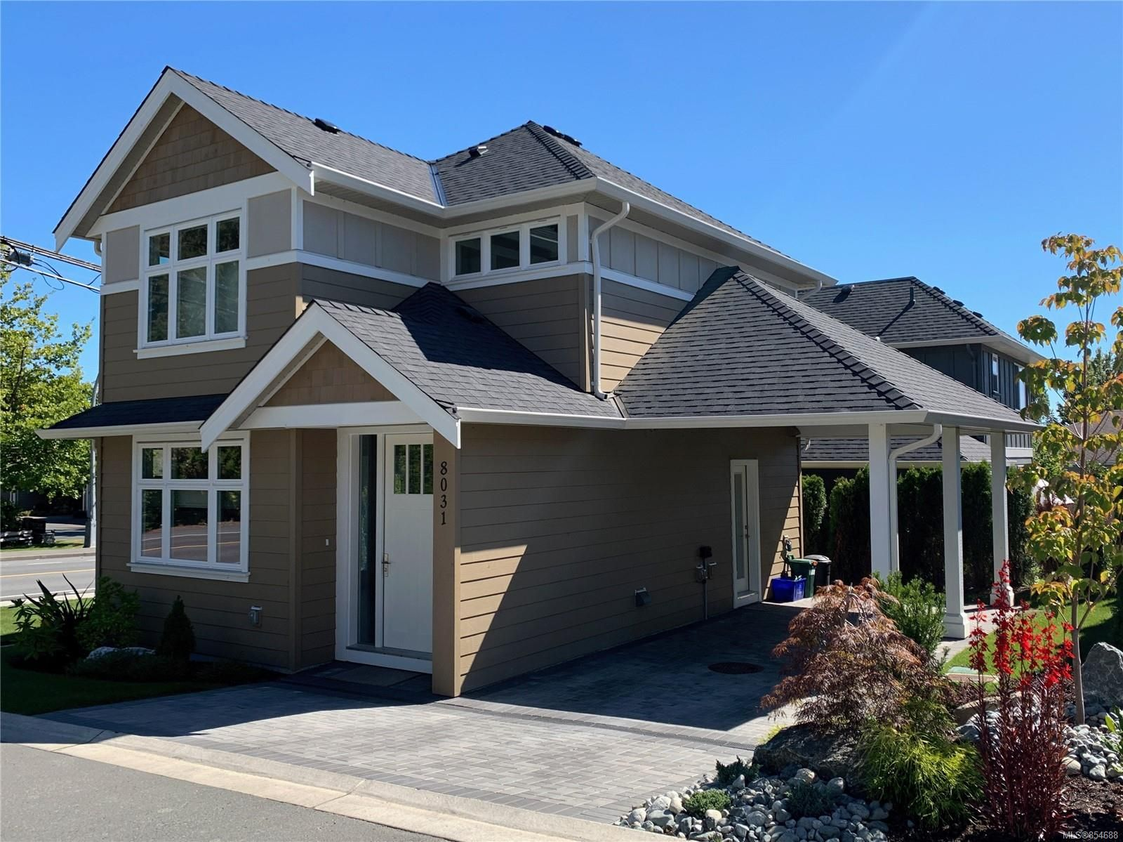 Main Photo: 8031 Huckleberry Crt in : CS Saanichton House for sale (Central Saanich)  : MLS®# 854688