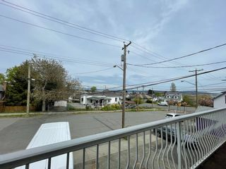 Photo 2: 649 Kennedy Street in Nanaimo: Residential for rent
