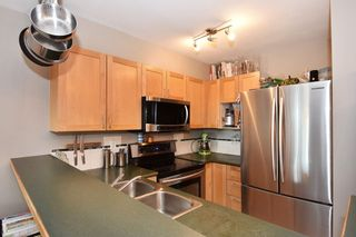 Photo 2: 204 1707 CHARLES Street in Vancouver: Grandview VE Condo for sale (Vancouver East)  : MLS®# R2209224