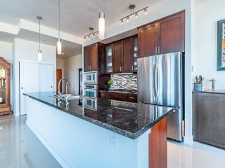 """Photo 4: 2101 1 RENAISSANCE Square in New Westminster: Quay Condo for sale in """"The Q"""" : MLS®# R2557732"""