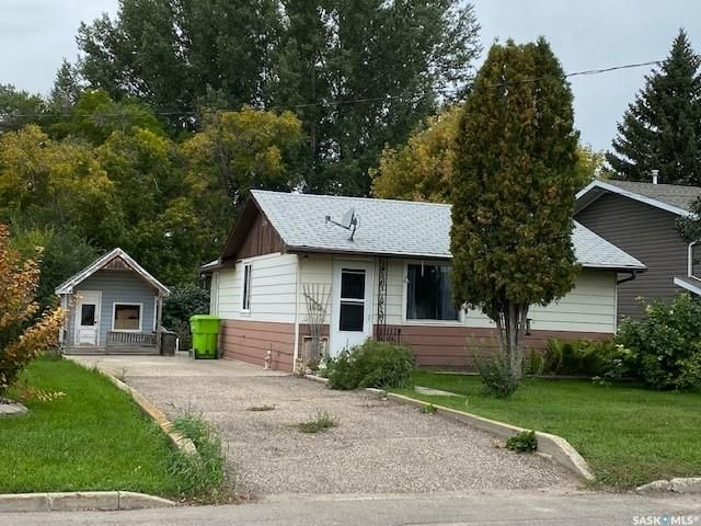 Main Photo: 160 Lake Avenue in Fort Qu'Appelle: Residential for sale : MLS®# SK870389