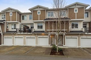 """Photo 2: 29 19433 68 Avenue in Surrey: Clayton Townhouse for sale in """"THE GROVE"""" (Cloverdale)  : MLS®# R2239745"""