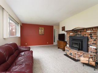 Photo 1: 2118 Bradford Ave in Sidney: Si Sidney North-East House for sale : MLS®# 844026